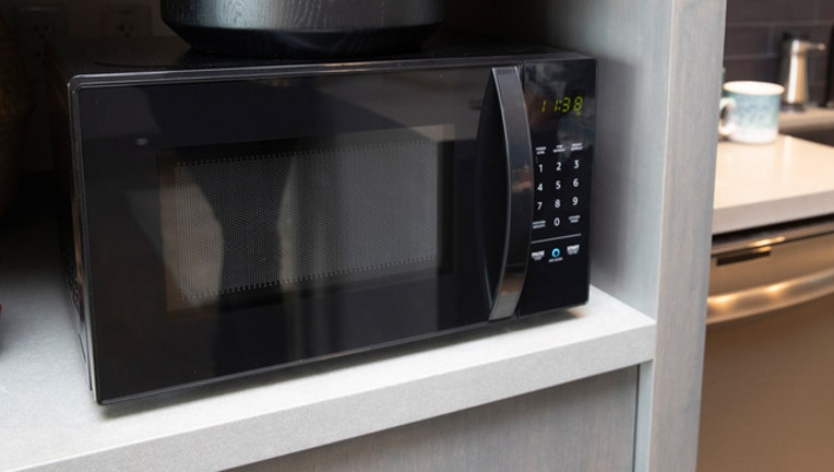 ddec2a44-MICROWAVE-OVEN-GETTY_1538873412871-401720.jpg