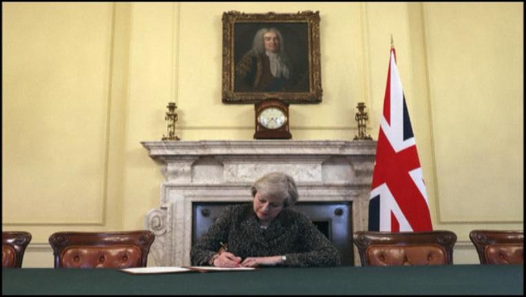 e2afef96-brexit signing theresa may