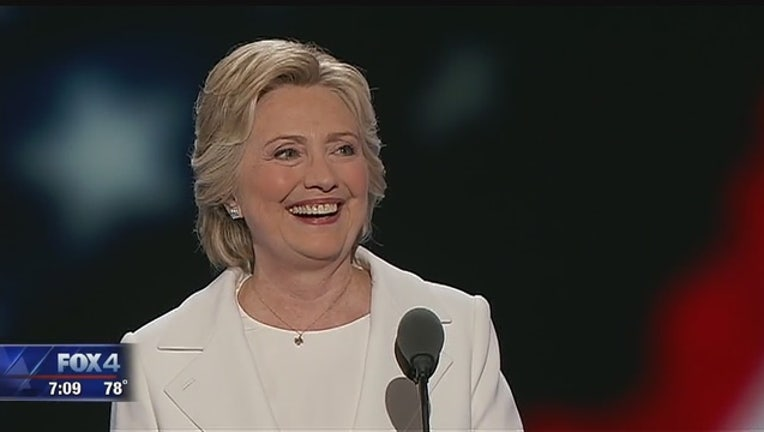 eddf8a2e-Clinton_formally_accepts_Democratic_nomi_0_20160729132107