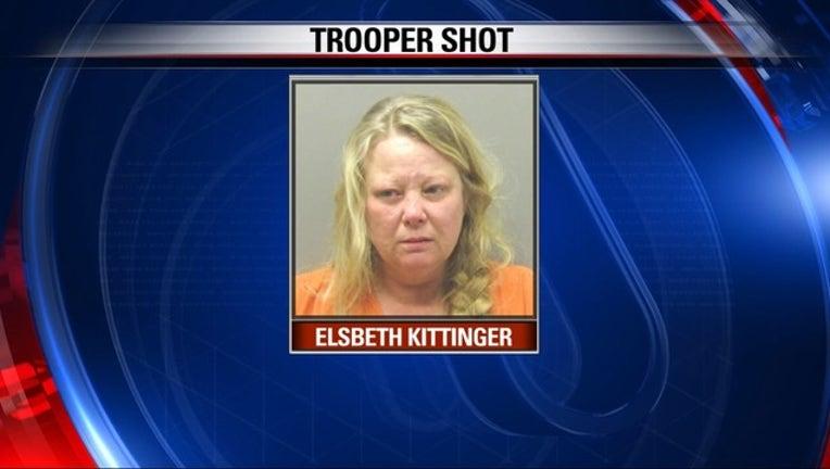 V-FW WOMAN SHOOTS AR TROOPER 10P_00.00.01.00_1522758923542.png.jpg