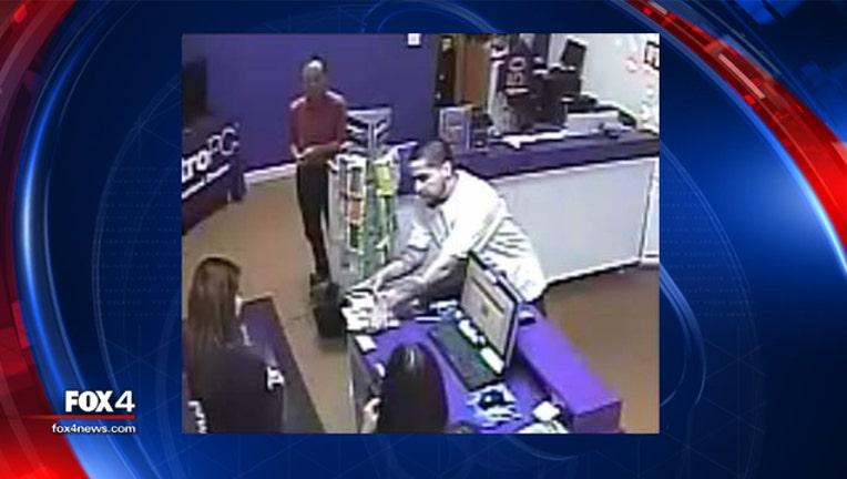 fe94d167-metro pcs robbery_1496779479396.jpg