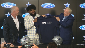 Jerry Jones gives Ezekiel Elliott a 'Zeke Who?' shirt at contract extension press conference
