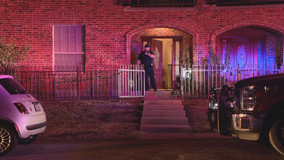 Police looking for 2 men who invaded Dallas home, shot man inside