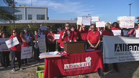 Dallas ISD teachers protest merit pay system