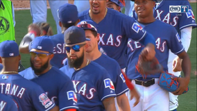 Rangers close out ballpark with 6-1 win over AL East champ Yankees
