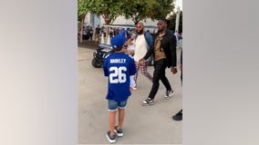 Cowboys' DeMarcus Lawrence defends not signing autograph for young Giants fan after dad's criticism goes viral