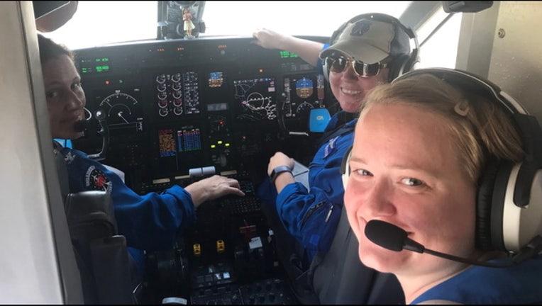 054d0d12-NOAA female flight crew EDKC69hU8AEyp8E_1567132685840-401385.jpg