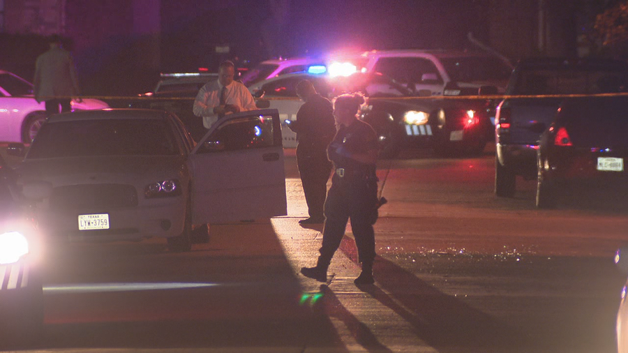 2 fatally shot inside vehicle in Dallas; Suspect in custody
