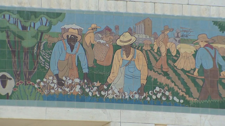 Fort Worth officials vote to leave Will Rogers mural intact, add historical context