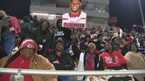 Fans bundled up in Cedar Hill as Longhorns hosted DeSoto Eagles