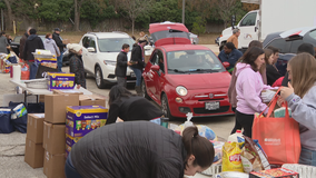 Frisco Family Services helps give Thanksgiving meals to those in need