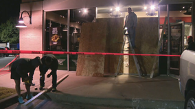 2 injured after vehicle crashes into Wingstop in McKinney