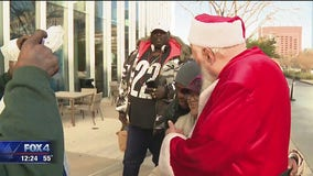 SoupMobile event gives Dallas' homeless a special Christmas gift