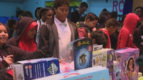 Church brings Christmas early to students at Northeast Dallas elementary school
