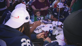 Memphis, Penn State football players visit Dallas children's hospitals ahead of Cotton Bowl