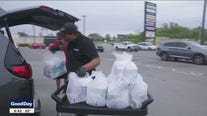 Dallas Mavs team up with Smokey John's Barbecue to deliver meals to healthcare workers