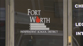 Fort Worth ISD trustees reconsider extending online learning; mayor criticizes board president