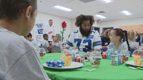 Cowboys player Joe Looney visits Arlington school for breakfast