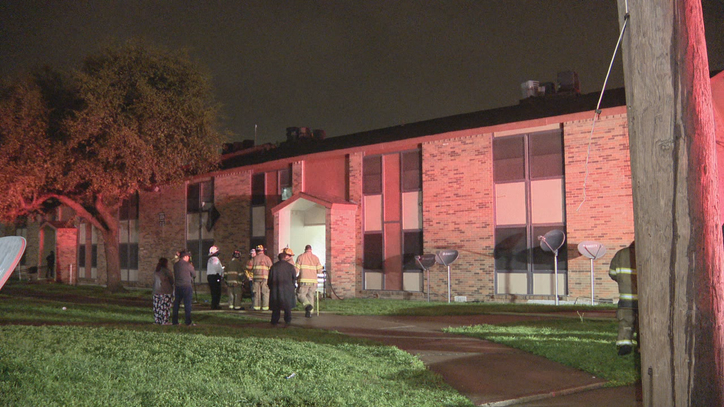 Firefighters able to rescue man from fire in Fort Worth apartment building