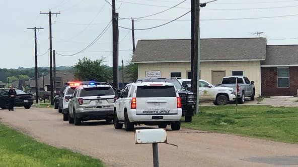 Kemp PD sergeant shot by barricaded person in Mabank