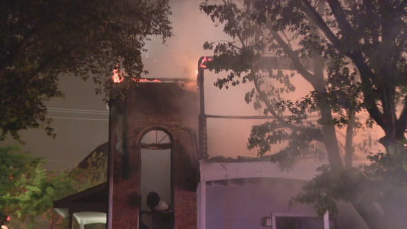 20 displaced by early morning fire at Irving apartment