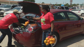Grocery store gives out Mother's Day meals