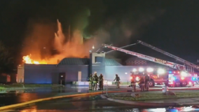 Firefighter hurt while battling fire in vacant Dallas building