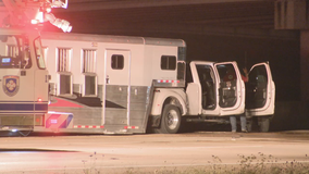Driver of pickup truck carrying horse trailer dies in overnight crash in Fort Worth