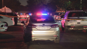2 hurt in shooting at Oak Cliff apartment complex