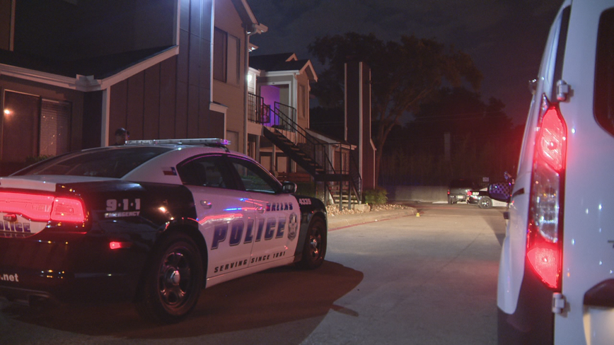 3 people shot in attempted robbery in northeast Dallas