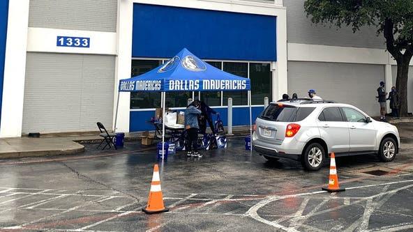 Mavs host drive-thru voter registration event in Downtown Dallas