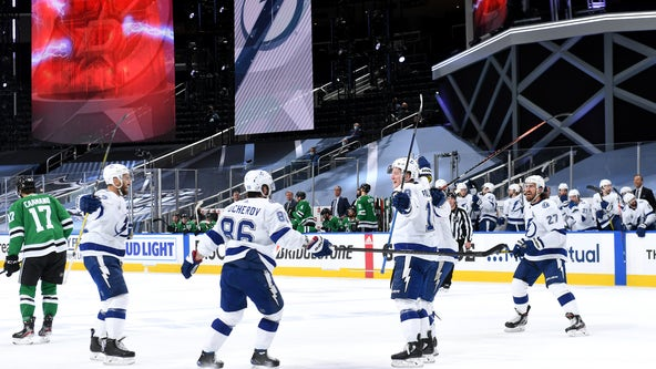 Stamkos scores, leaves, Lightning beat Dallas Stars 5-2 in Game 3
