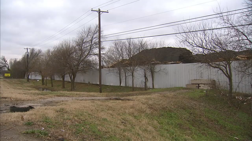 $450,000 deal being finalized to clean up 'shingle mountain' in Dallas