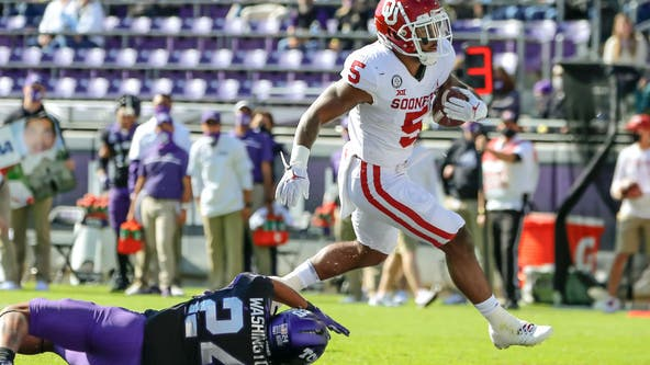 Oklahoma has first win streak after cruising past TCU 33-14