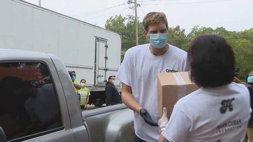 Dirk Nowitzki helps Dallas Mavs feed families in Oak Cliff
