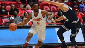 Fleeing strict restrictions, New Mexico basketball teams seek refuge in two of Texas' hot spots