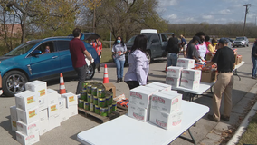 Dallas police help give out turkeys, food at free COVID-19 testing site at Paul Quinn College