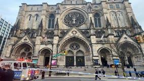 NYPD kills gunman at Manhattan Christmas concert