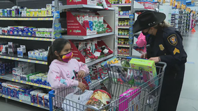 50 kids get Christmas presents thanks to Fort Worth PD's Shop with a Cop