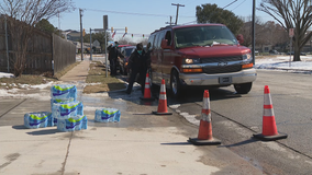 Drive-thru sites set up in Fort Worth to give out bottled water to those in need