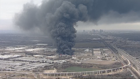 5-alarm recycling plant fire sends up large plume of smoke in Tarrant County