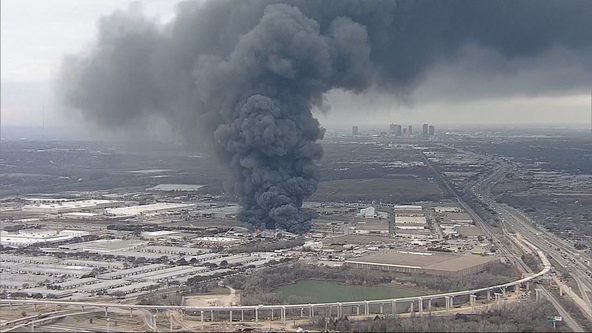 Recycling plant fire sends up large plumes of smoke in Tarrant County