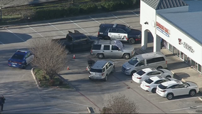 Arlington officer kills armed man at strip mall