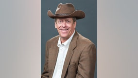 'The restaurant industry lost a legend': Texas Roadhouse CEO and founder Kent Taylor dies at 65