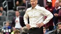 Oklahoma hires Loyola Chicago's Moser as basketball coach