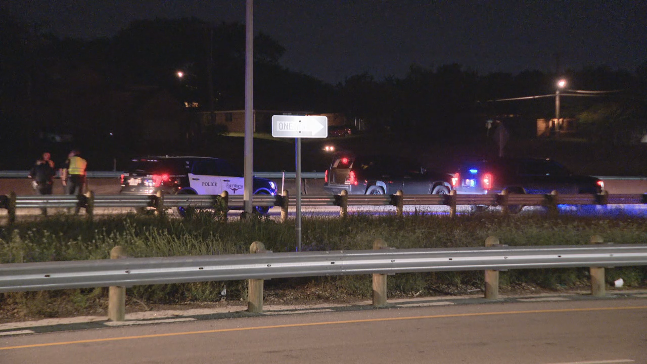 19-year-old killed in rollover crash on I-30 in Fort Worth