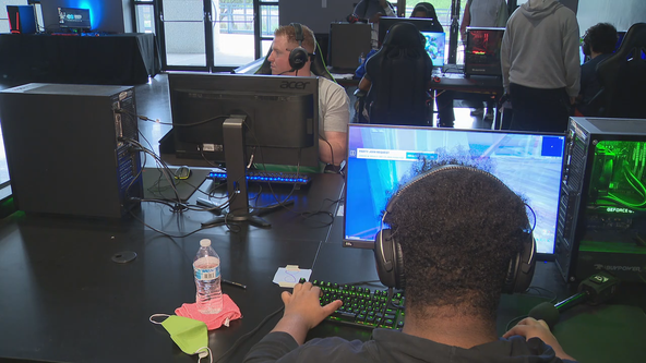 Arlington PD holds gaming event so officers can connect with kids in their community
