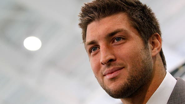 It's official: Tim Tebow signs with Jacksonville Jaguars