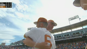 Texas extends CWS stay, knocks out Volunteers with 8-4 win