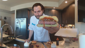 Recipe: Gourmet burger with candied tomatoes, caramelized onions and a spicy sauce
